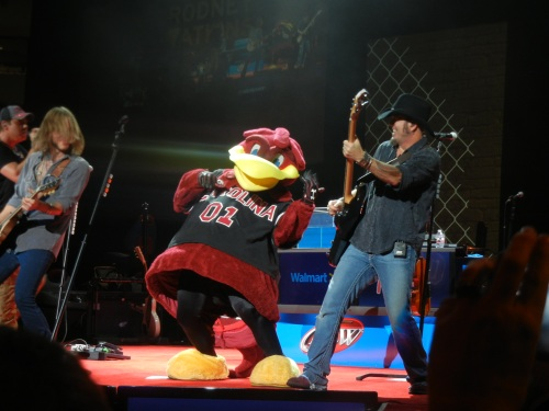 Rodney Atkins does a great concert,  but he has questionable taste in college mascots.